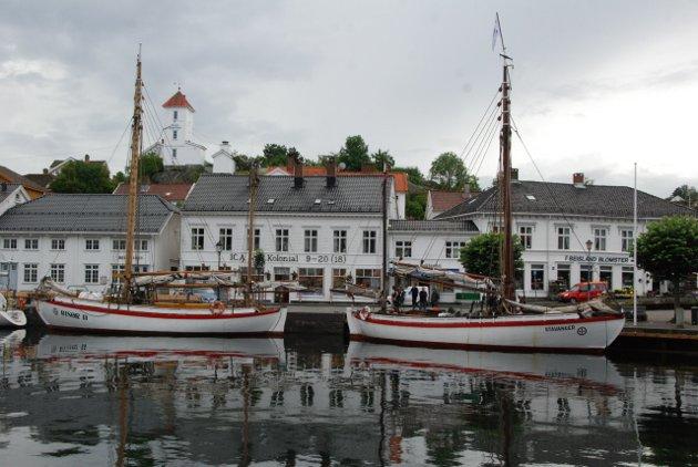 """RS 30 """"Risør II"""" og  RS 14 """"Stavanger"""". Det er siste gangen disse tyo skøytene ligger sammen i Risør."""