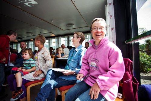SANGFUGL: Allsangen er det beste med Prøysenfestivalen, synes sangglade Hege-Anette Havik. Foto: Silje Rindal