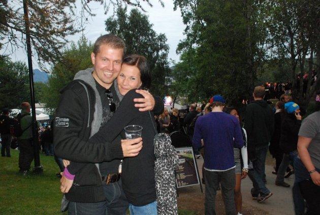 Koselig å være to i parken. Foto: Isabell Stjern
