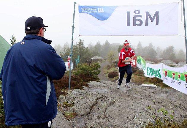 Førstemann Erling Melvær spring over målstreken.
