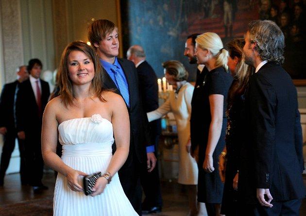 Snøbrettkjører Helene Olafsen har hilst på de kongelige.