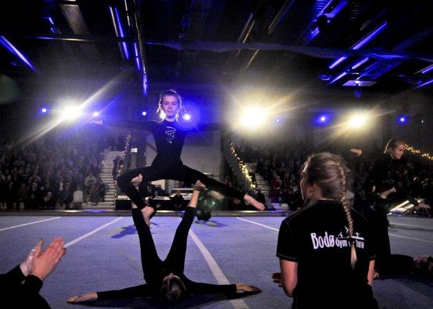 For fjerde året på rad arrangerte Bodø Gym og turn sitt juleshow. Klubbens 530 deltakere i fra to år og oppover, var alle i aksjon i Bodøhallen. Tribunene var også fylt opp, og nærmere 2000 tilskuere hadde funnet veien for å overvære showet.  Alle foto: Stefan Revang.