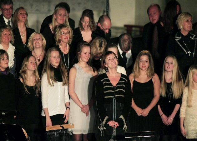 MIX-koret med gjester. Julekonsert i Bodø domkirke.