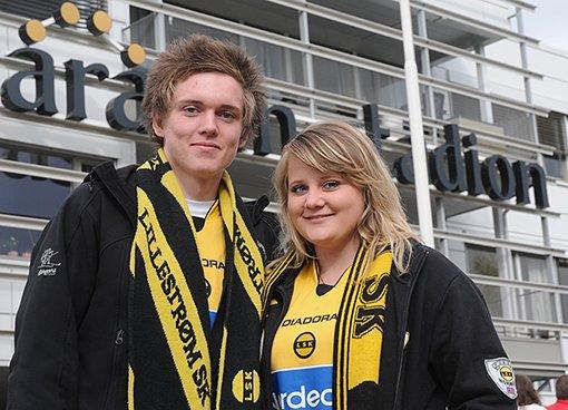 MÅ VINNE: Anders Fjell (16) Rælingen og Helene Bakken (16) Strømmen er drittlei tap. I dag må vi vinne. VIDAR SANDNES