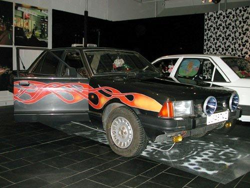 TYPISKE RÅNEBILER: Ford Granada og Opel Rekord er begge meget populære blant rånere.