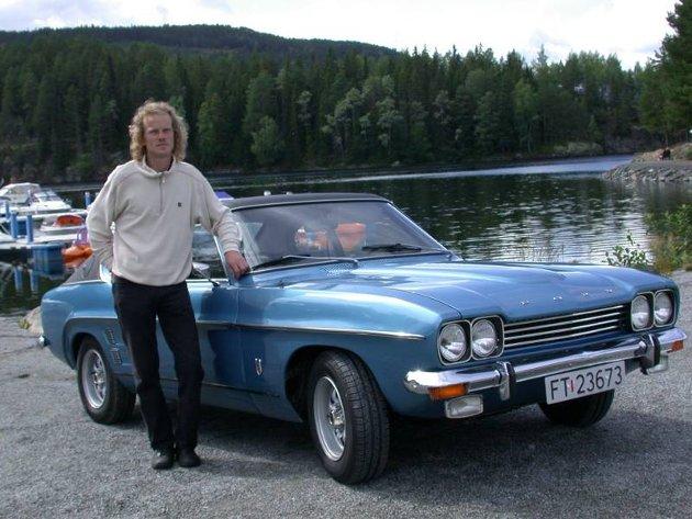 LANGT PANSER: Magnar Johannessen er for tiden eier av tre flotte Ford Capri av den første generasjonen, MKI.FOTO: DAG SKOGLUND