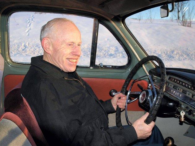 FAVORITTEN: En splitter ny S60 står også på gårdsplassen, men Kjell Sveum fra Lena kjører helst i sin 52 år gamle PV.