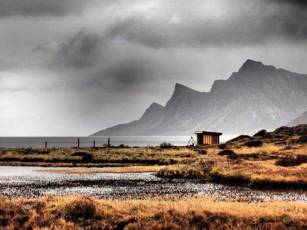 Magisk lys i Jusnes, Vikten-fjellene i bakgrunnen.