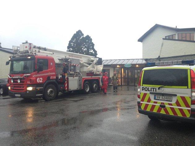 Brannvesenet rykket ut til helsesenteret på Åstveit mandag formiddag. Meldingen lød på at 30 kvadratmeter takplater var løse, men situasjonen skal ikke ha vært dramatisk.