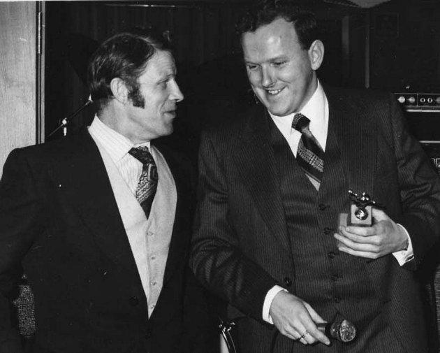 """Rolf  """"Tullen"""" Seljeseth og Dagfinn Hjertenes på årsfesten i november 1977."""