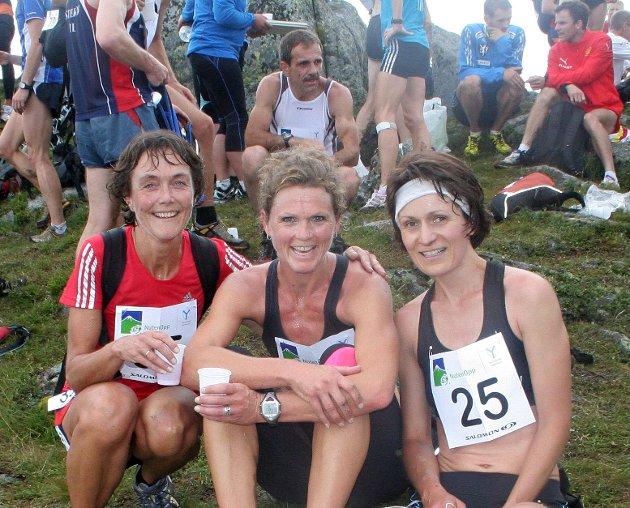 Nuten Opp vart arrangert søndag 8. august. Her ser vi nokre av dei lokale kvinnene som deltok i konkurranseklassen. F.v. Marit Årthun, Wenche Godtskalksdotter Enes, Margun Eik.