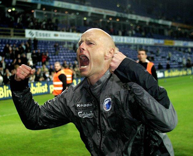 En jublende glad Solbakken etter at seriegullet ble sikret mot selveste Brøndby på bortebane i 2007. 1-0-seieren sørget for seriegull allerede fire runder før slutt.