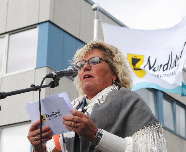 Fylkesråd Tove Mette Bjørkmo fikk ideen om å kombinere stemmerettsjubileum og gateåpning, og det ble en suksess.