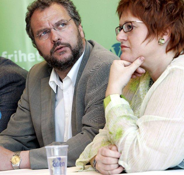 BAGATELLISERER: Venstres nestleder Trine Skei Grande (t.v.) bagatelliserer fildeling. Men har hun sjefen sjøl, Lars Sponheim, med seg?