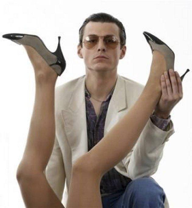 """Skuespilleren Manuel Rubey er fantstisk i rollen som Johann """"Falco"""" Hölzel, mener vår anmelder."""