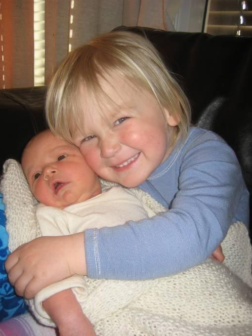 Hege S. Myrhaug og Stig Tofte fra Lillehammer fikk ei jente,Sandra, 11.april.Hun veide 3.760 gram og målte 52 cm. Andrea er stolt storesøster.
