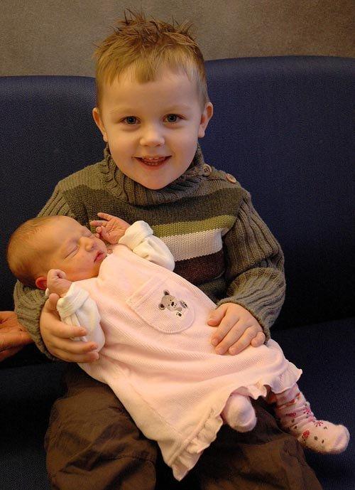 Marius ble stolt storebror til Mathilde 31.12.06. Hun veide 2730 gram og var 48 cm lang. Vi er stolte foreldre. Mette og Gisle Stavn, Hønefoss.