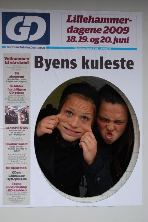 Virkelig kule grimasfjes. 17-åringene Kristin Lome (t.v) og Guro Gjerdrum