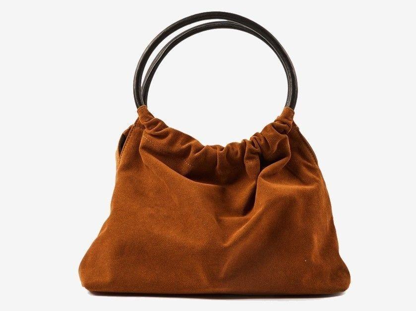855b1915 ... at du skiller deg ut, kan denne vesken med ringer gjøre susen.  Materialet er semsket skinn og den brune fargen går aldri av moten. Her får  du tak i den.