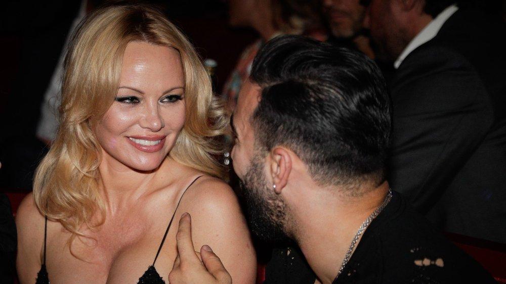 19a980b5 Pamela Anderson kaster klærne etter utroskapsskandalen