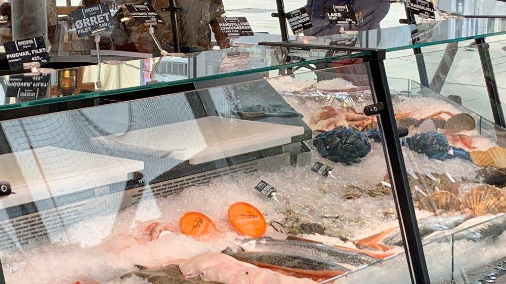 TORGET: Piggvar, lysing og kongekrabbeklør er noe av det du får tak i på Fisketorget. Foto: Morten Solli