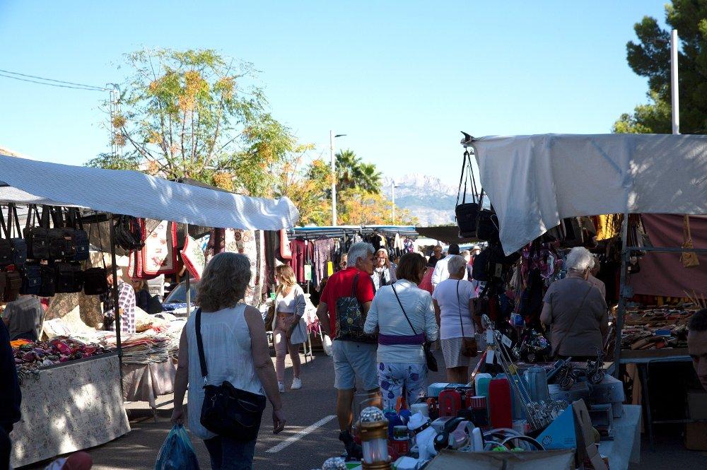 Klikk på bildet for å forstørre. bilde av nordmenn på markedet i Albir, Spania