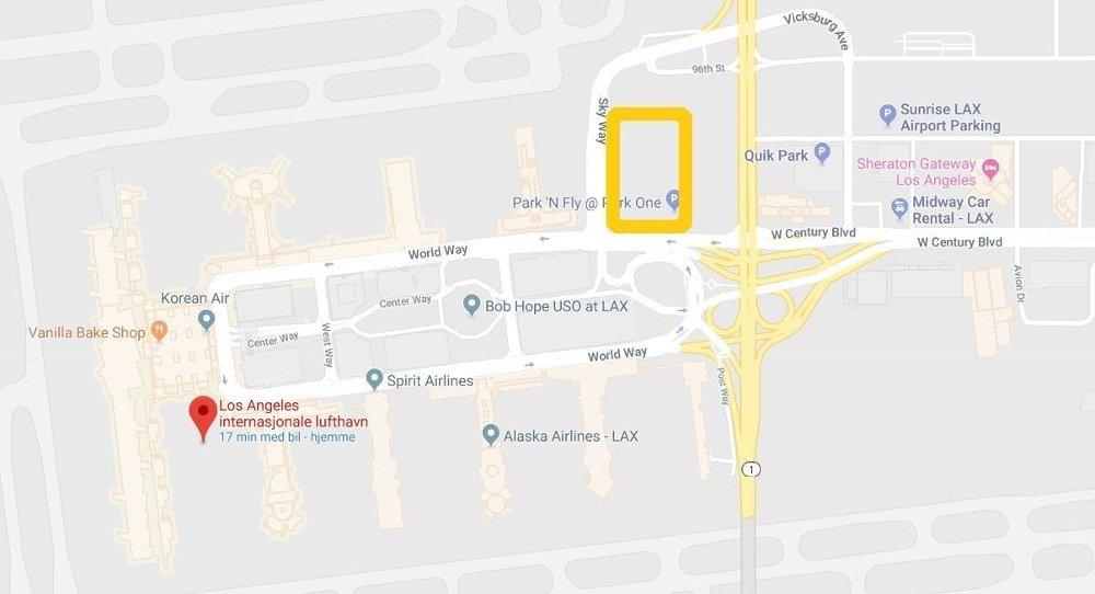 Klikk på bildet for å forstørre. NYTT OMRÅDE: Den gule firkanten markerer der passasjerer nå må ta seg til for å bli plukket opp av Uber, Lyft og drosjer.