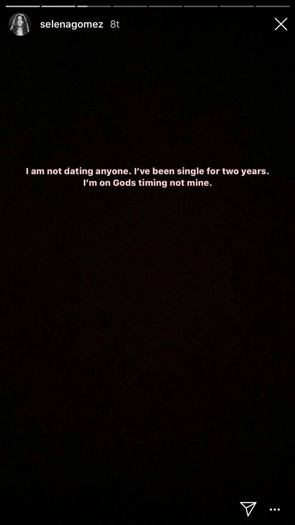 Klikk på bildet for å forstørre. En skjermdump av Selena Gomez sitt innlegg på Instagram der hun skriver at hun er singel