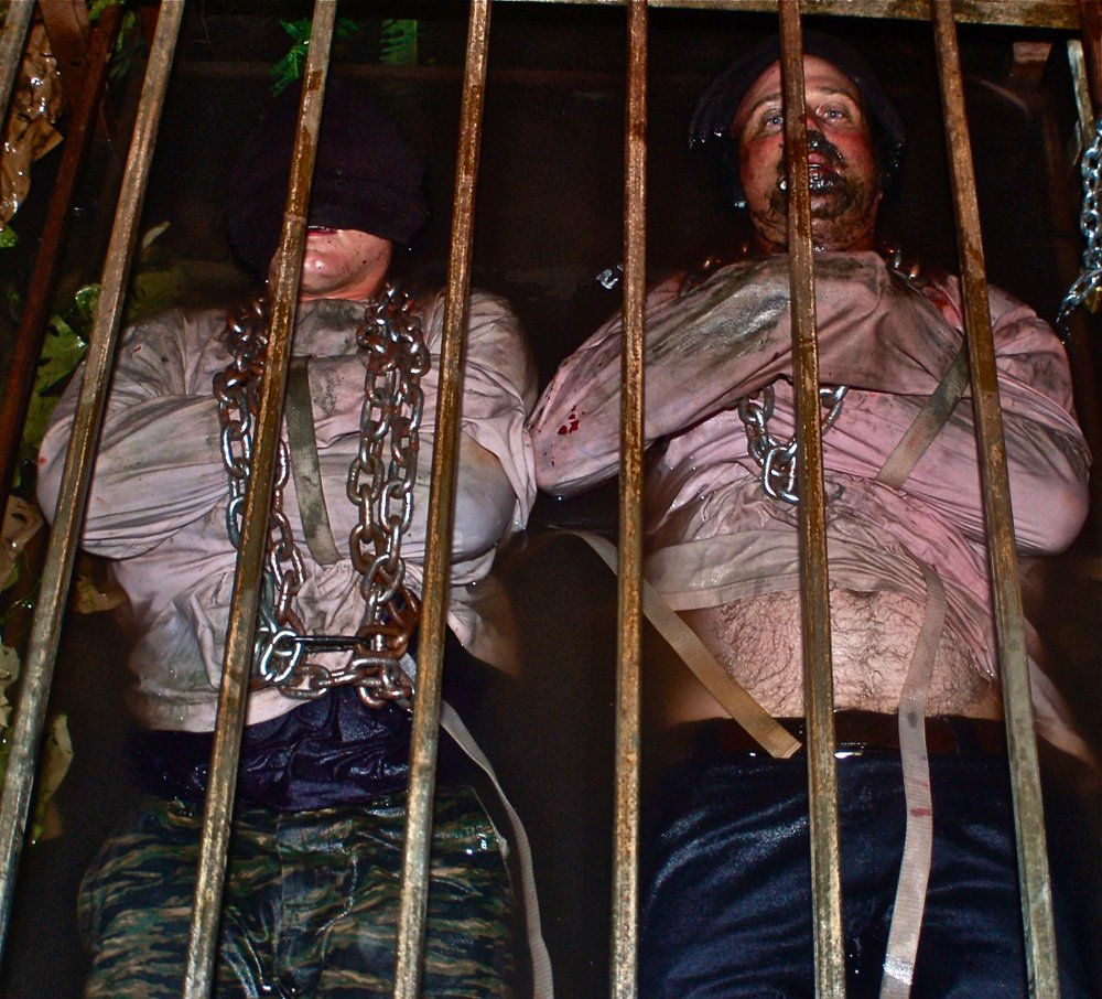 Klikk på bildet for å forstørre. PIC BY RUSS MCKAMEY/ CATERS NEWS - - These are the terrifying images of what is believed to be the worlds most exclusive haunted house - which has a waiting list of more than 24,000 PEOPLE. The McKamey Manor, in San Diego, California, can only accommodate two visitors at a time, with applicants having to be background checked by the founder, Russ McKamey, first. NO-ONE has ever complete the haunt in its entirety - even a marine and adrenaline junkie did not make it through. Truly interactive, the experience has been described as a real-life horror movie: visitors travel between four locations; the entire experience is filmed; spectators can watch on global webcams; and the entire haunt can last between four and eight hours. Due to its cinematic nature, no two visits are ever the same. SEE CATERS COPY.