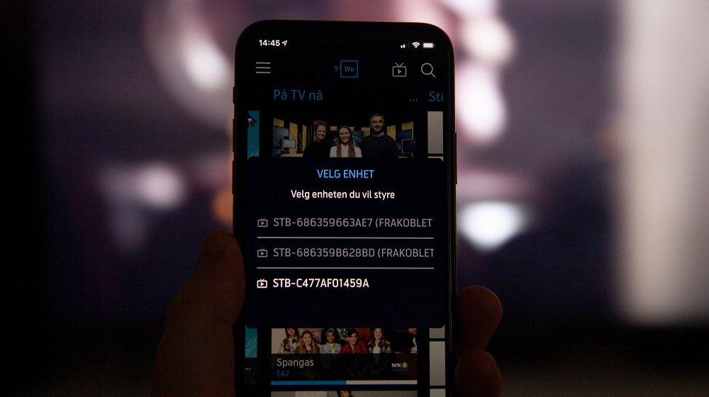 Klikk på bildet for å forstørre. Du kan styre TV-en fra mobilen.