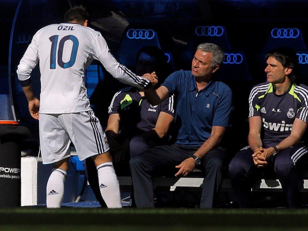 Klikk på bildet for å forstørre. GODT FORHOLD: Mesut Özil og José Mourinho kjenner godt til hverandre fra før.