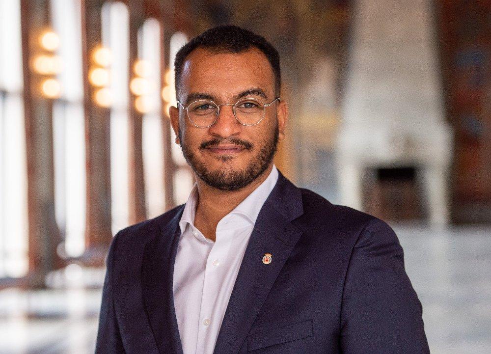 Klikk på bildet for å forstørre. NY:27-år unge Omar Samy Gamal (SV), er byråd for arbeid, sosiale tjenester og mangfold.