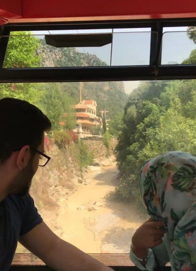 Klikk på bildet for å forstørre. Taubane-turen opp til den øvre grotten tar få minutter.