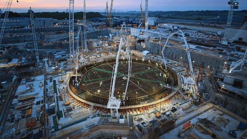 Klikk på bildet for å forstørre. Atomkraftverket Hinkley Point C er under bygging i England, og har blitt fremhevet som et skrekkeksempel på kostnaden ved nye atomkraftverk.