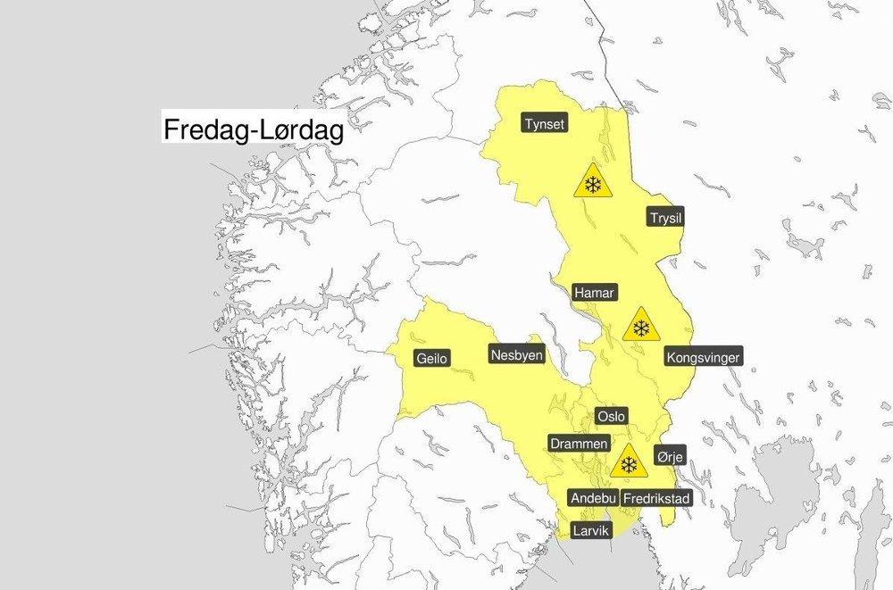 Klikk på bildet for å forstørre. KONTRABESKJD: Meteorologisk institutt endret torsdag farevarselet for snø som gjelder for fredag-lørdag. Det ventes mindre snømengder enn først varslet og hovedtyngden ventes i området øst for Oslofjorden og Mjøsa.