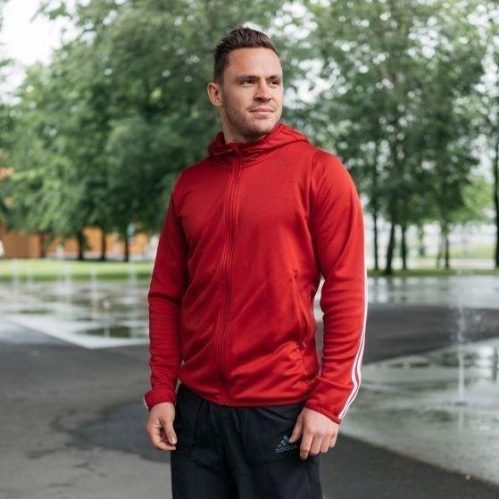 Klikk på bildet for å forstørre. Bilde av en mann i treningsklær.