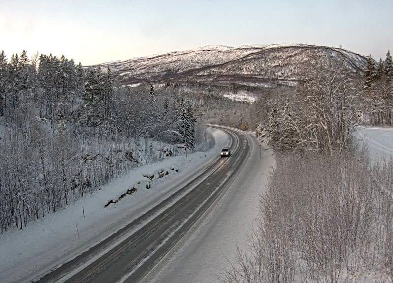 Klikk på bildet for å forstørre. E6 ved Brandvoll i Troms fredag morgen.