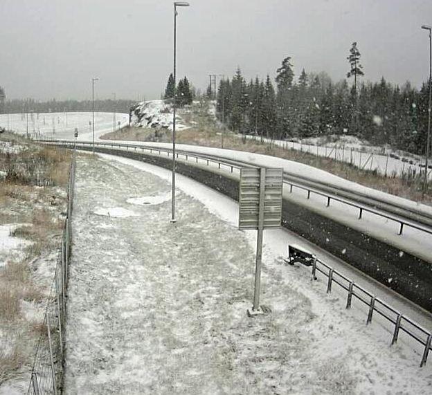 Klikk på bildet for å forstørre. E18 ved Ørje Grense fredag ettermiddag.