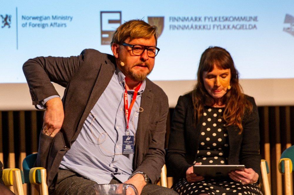Klikk på bildet for å forstørre. Pressedebatt om metoo på Svarte natta, her med Fredrik Virtanen og ordstyrer Anki Gerhardsen.