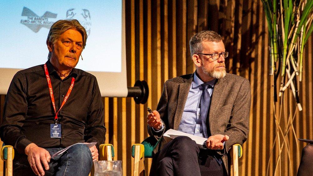 Klikk på bildet for å forstørre. Politisk redaktør i Dagens Næringsliv, Kjetil Alstadheim til høyre. Redaktør Erik Stephansen i Nettavisen til venstre.