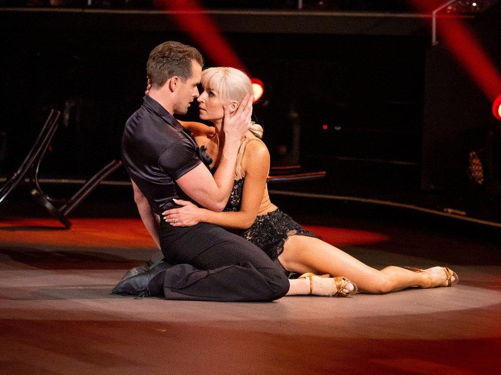 Klikk på bildet for å forstørre. Skal vi danse - Program 11 9. november 2019 Skal vi Danse, program 11, semifinale. Aleksander & Nadya under semifinalen i Skal vi danse.