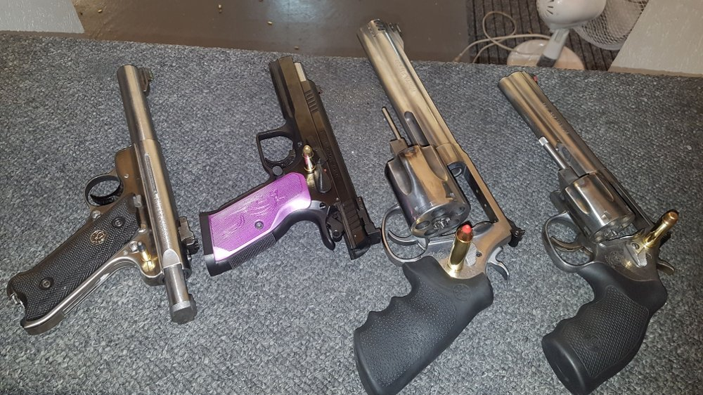 Klikk på bildet for å forstørre. pistoler