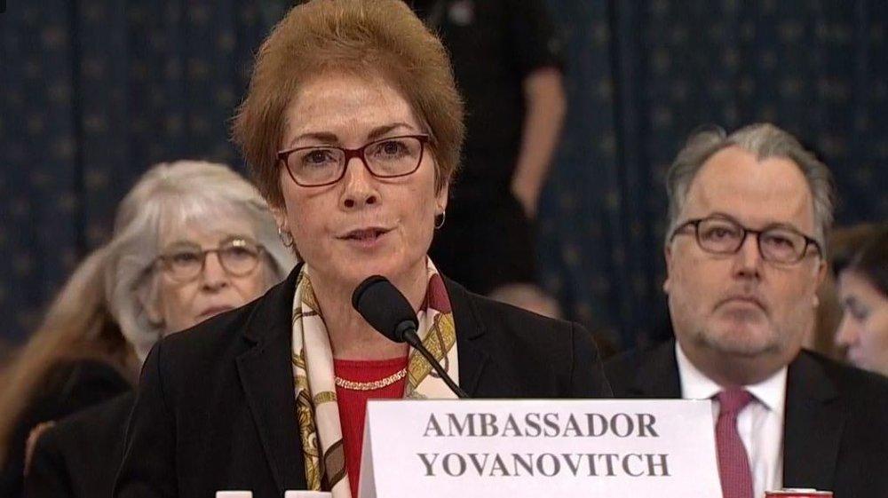 Klikk på bildet for å forstørre. Det er ventet at Demokratene vil bruke omstendighetene rundt Marie Yovanovitch avskjedigelse til å kaste ytterligere mistanke mot Guiliani, og at hennes historie kan gi større troverdighet til påstandene om at Trump brukte militærbistand som pressmiddel for å få «noe» på Biden.