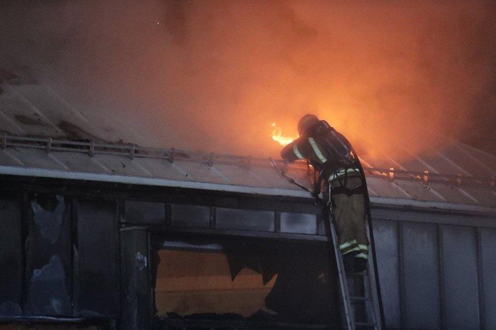 Klikk på bildet for å forstørre. Tidlig lørdag morgen brøt det ut brann i bibliotekbygningen i Larvik.