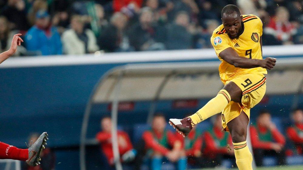 Klikk på bildet for å forstørre. SCORET: Romelu Lukaku hamrer inn mål på det belgiske landslaget.