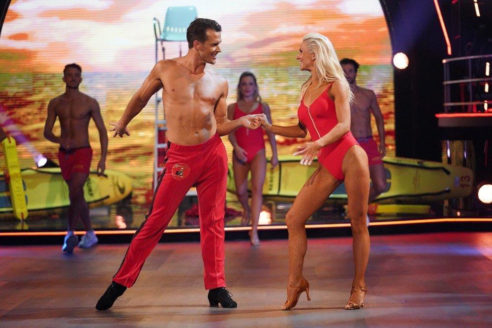 Klikk på bildet for å forstørre. Skal vi danse - program 12 finale 2019 Aleksander Hetland og Nadya Khamitskaya danser Cha Cha Cha til I'm Always Here / Baywatch\r\rSkal vi danse - program 12 Finale\rBildene kan kun brukes av media i forbindelse med omtale av TV 2 eller TV 2s programmer.\rFOTO: Espen Solli / TV 2