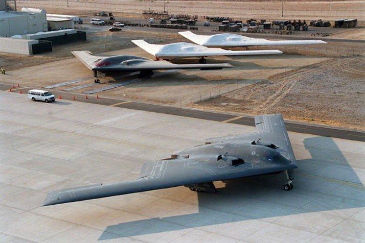 Klikk på bildet for å forstørre. Aldrende B-2 «Spirit» er på vei til å bli erstattet av storebror B-21.
