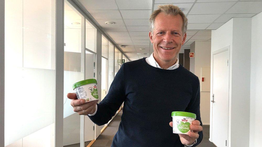 Klikk på bildet for å forstørre. Dersom Tine lykkes med det nye rømmebegeret av papp, er bærekraftsleder Bjørn Malm i Tine sikker på at meierikonsernet kan nå målene om 100 prosent fornybar emballasje innen 2023. - Får vi dette til, kan vi også få yoghurt over på papp, sier Malm.