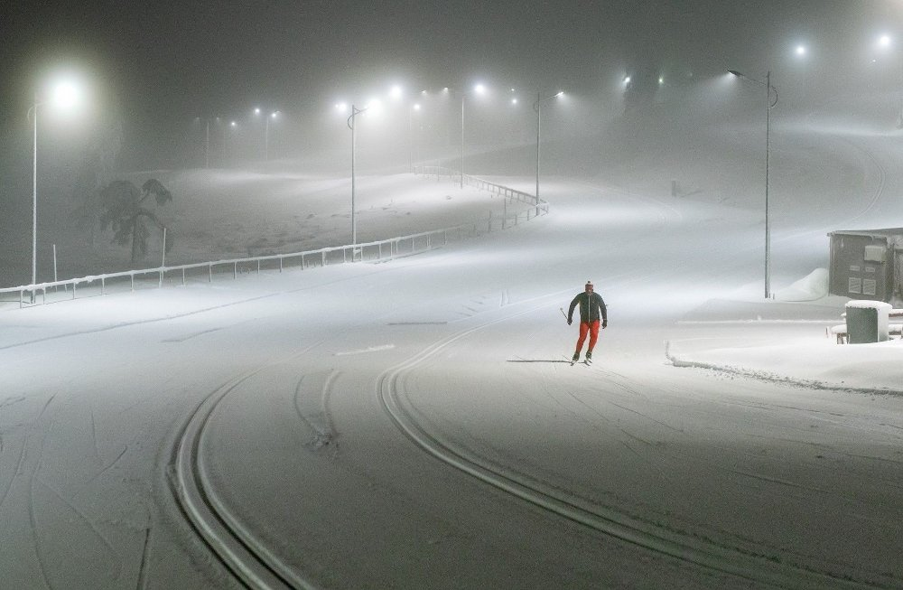 Klikk på bildet for å forstørre. LYGNA: Fine forhold i lysløypeanlegget på Lygna torsdag kveld, men god plass i de nykjørte løypene.