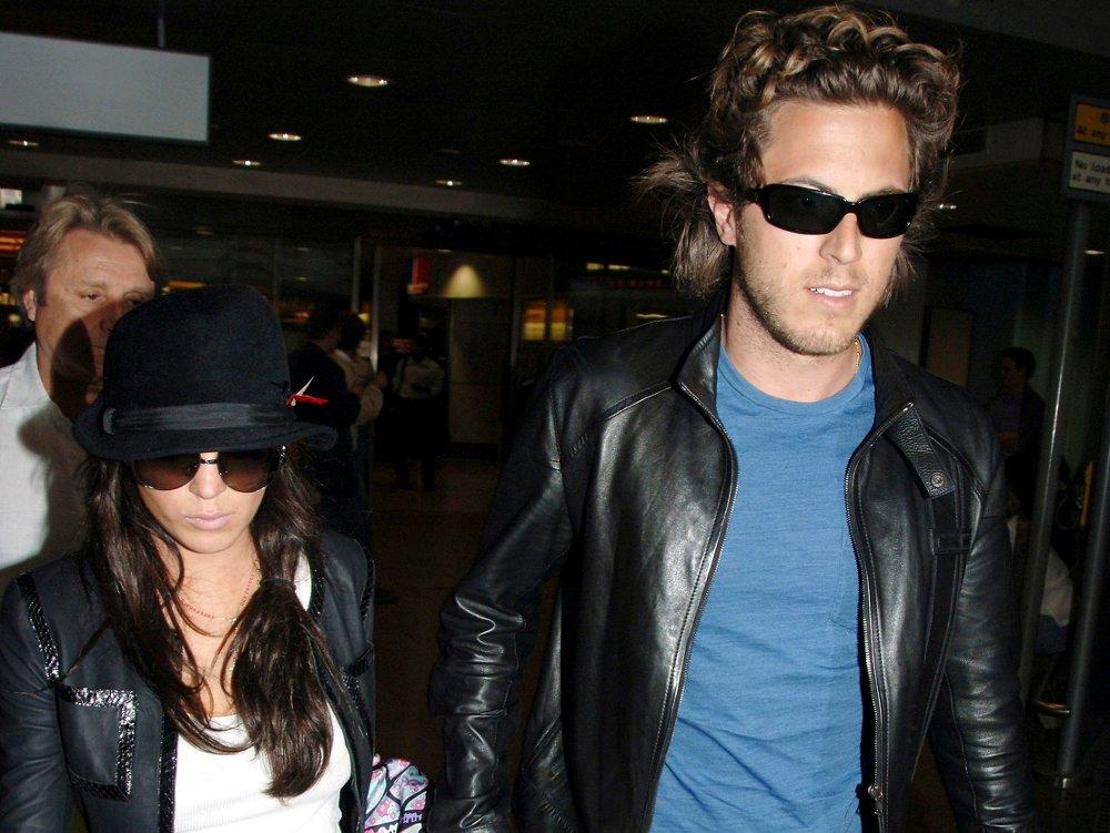 Klikk på bildet for å forstørre. Her er Lindsay Lohan og daværende kjæreste Harry Morton på London's Heathrow Airport i september 2006.